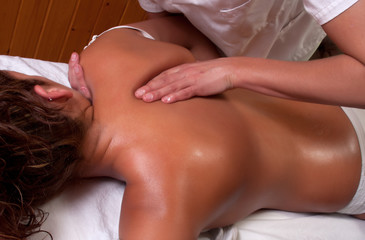 massage in scapula