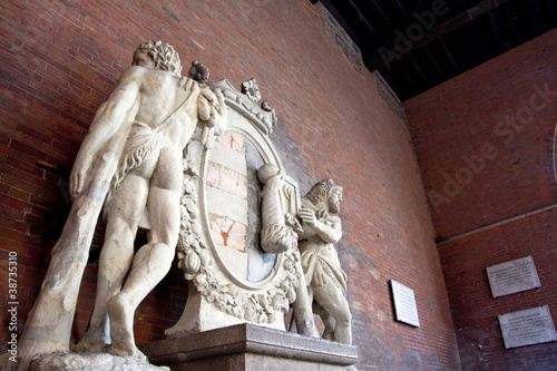 hercules holding the coat of arms