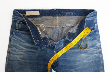 Jeans con metro da sarto