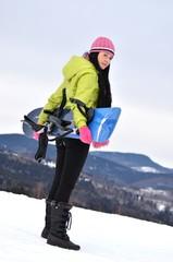 fille avec planche à neige