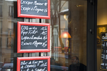 Menu de restaurant sur une ardoise - Paris (France)