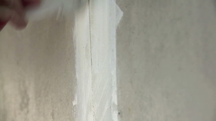 Filling the gaps in a wall with putty or filler