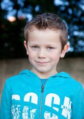 Petit sourire (garçon 6-7 ans)