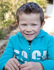 Petit espiègle (garçon 6-7 ans)