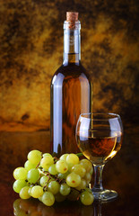 White wine composition with grape