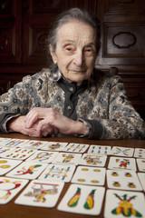 nonna con solitario