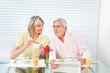 Senioren essen Frühstück
