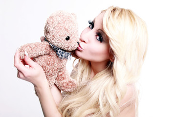 Blonde girl whit teddy bear