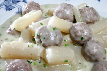 Schwarzwurzeln mit Hackfleischklößchen und Salzkartoffeln