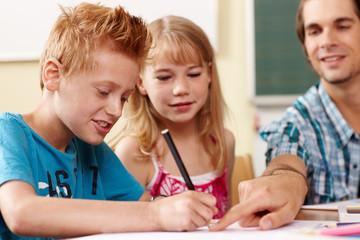 Hilfestellung in der Grundschule