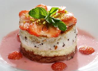Erdbeertörtchen in Erdbeersüppchen