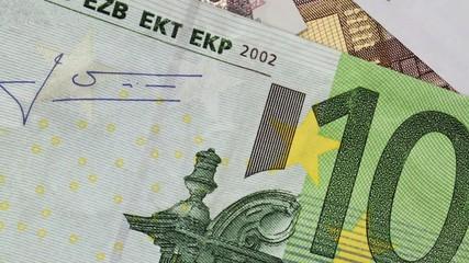 Euro 100 scrolling