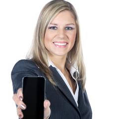 Attraktive Frau mit Handy lächelt