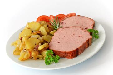 Fleischkäse mit Bratkartoffeln
