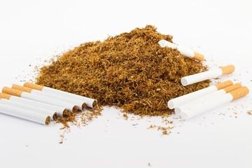 Tabacco con sigarette vuote tubi