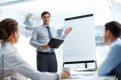 Explaining business strategy
