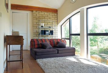 agréable salon derrière une baie vitrée  # 05