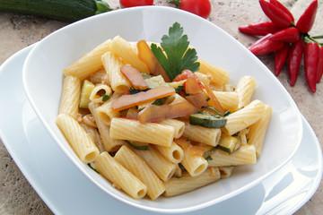 rigatoni con bottarga e zucchine