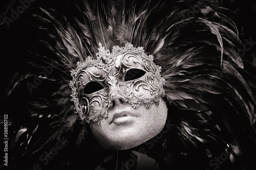 czarno-biala-maska-wenecka