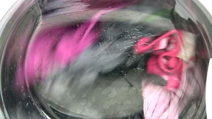 Lavando ropa de color