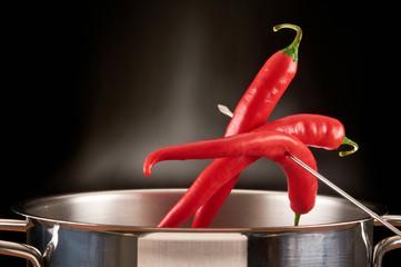 Chilis mit Topf