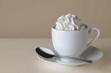 Kakao Tasse mit Sahne
