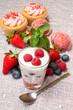 Colazione con yogurt e cupcake