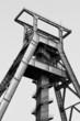 Förderturm. Bergwerk Bochum.  (schwarz-weiß )