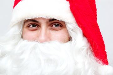 Close up di un giovane Babbo Natale