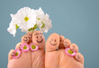 Glückliche, lachende Füße