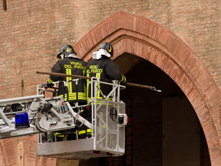 vigili del fuoco intervengono