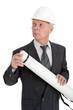 Architekt mit weißem Helm und Zeichenrolle