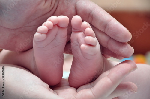feet of newborn baby