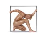 Anatomía muscular de un hombre sujetando un marco. poster