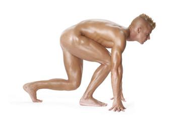 Hombre desnudo en partida de carrera.