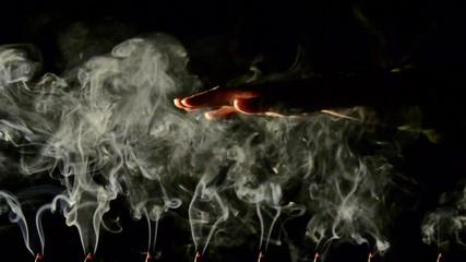 humo y mano