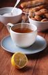 tè caldo con limone