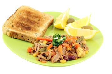 tuna fish with salad and lemon