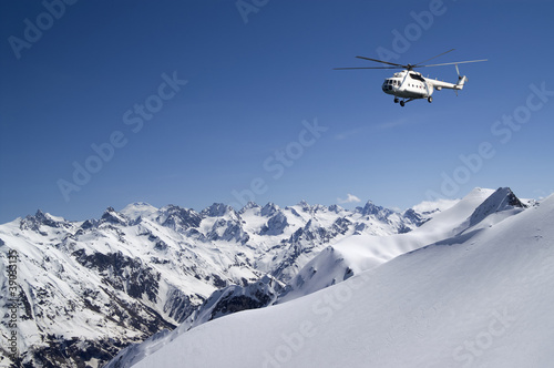 Foto op Canvas Helicopter Helicopter in snowy mountains