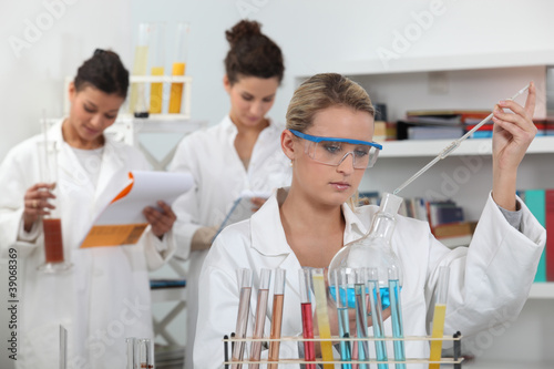 Women working in a scientific laboratory