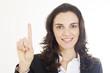Hübsche Frau zeigt mit ihrem Finger die Zahl eins an