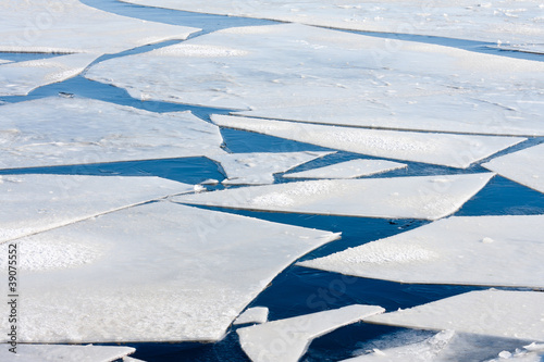 Frozen sea with big ice floes - 39075552
