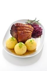 Schäufele mit Kartoffelkloß und Blaukraut