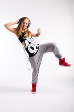 Danseur hip-hop avec des écouteurs