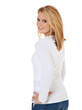 Attraktive junge Frau schaut über die Schulter