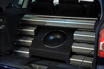 Modern acoustic system for music listening in the car