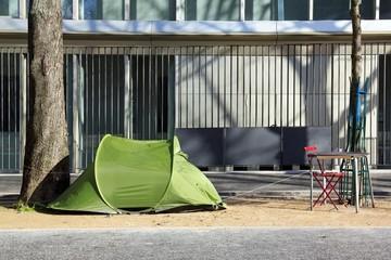 tente d'un sans domicile fixe, précarité