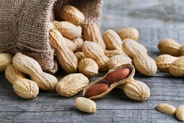 Erdnüsse im Jutesack