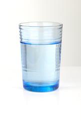 blaues Wasserglas