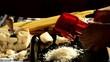 grattugiare il formaggio grana